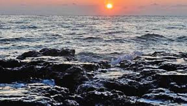 O navă petrolieră a ars și s-a scufundat în Marea Chinei de Est. Scurgerile toxice amenință regiunea