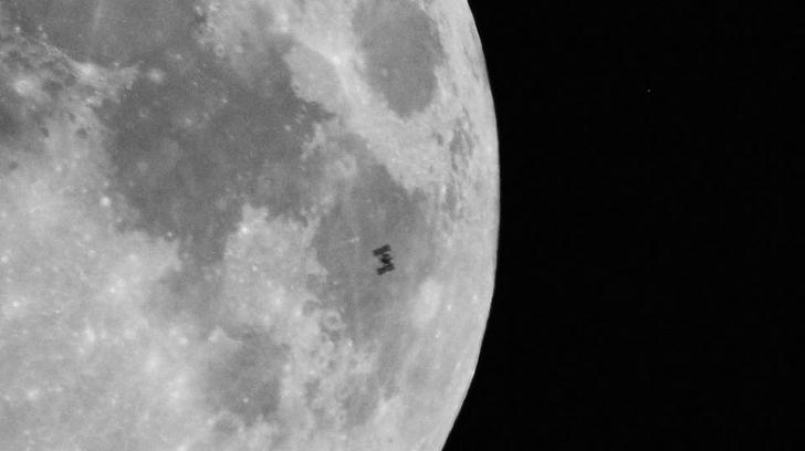 """Imagine rară cu luna: Ce este acel mic """"M"""" care apară în acestă fotografie?"""