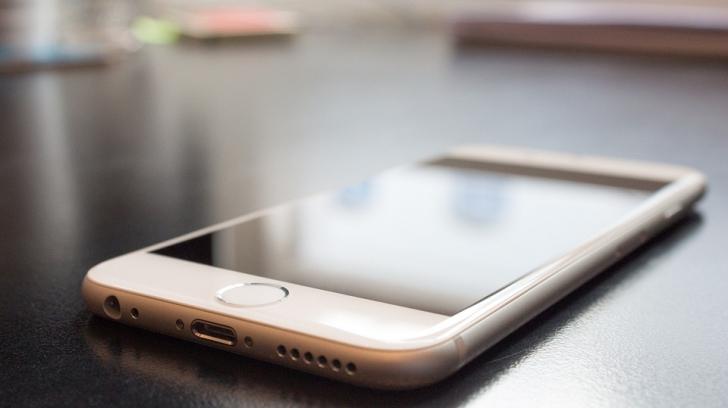 Apple va lansa un iPhone cu ecran dublu