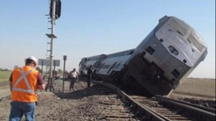 Un tren care transporta politicieni americani s-a izbit cu o camionetă de gunoi: Mai multe victime