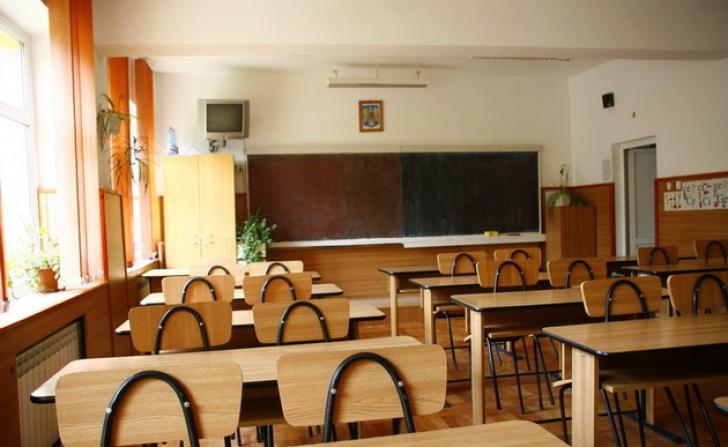 Scandal de proporţii: profesor de religie, acuzat de gesturi obscene în faţa elevilor (VIDEO)
