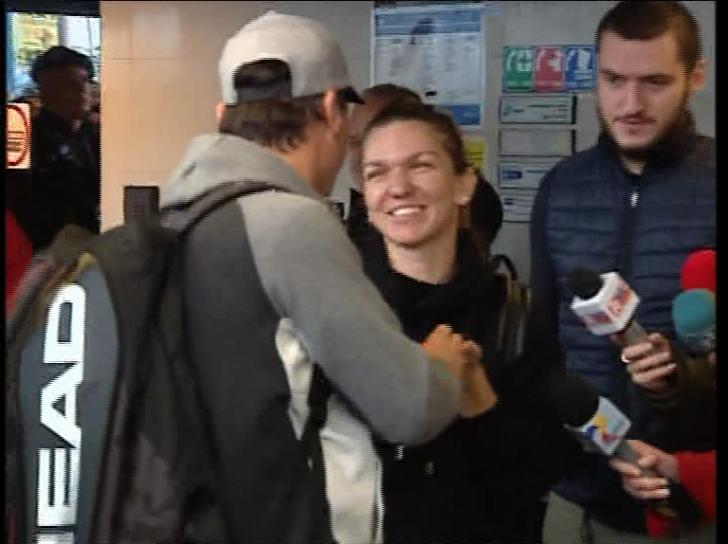 VIDEO Simona Halep. Atitudinea ciudată de pe aeroport. Simona i-a şocat pe toţi!