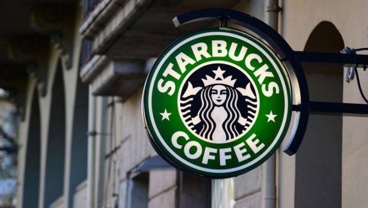 Starbucks îşi închide toate cele 8.000 de cafenele din SUA