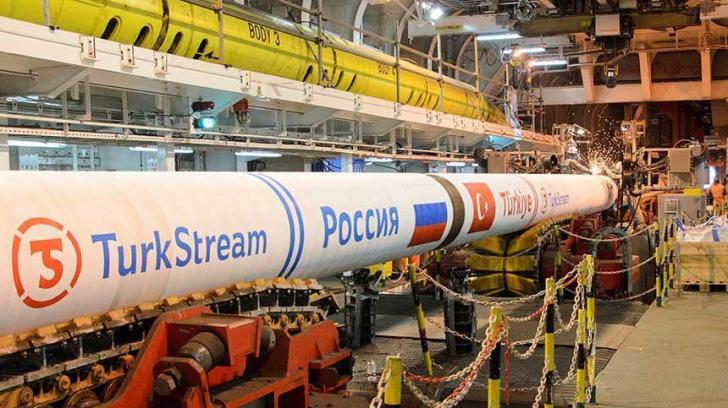 Vladimir Putin işi întăreşte poziţia în Europa cu ajutorul Gazprom şi al Turciei