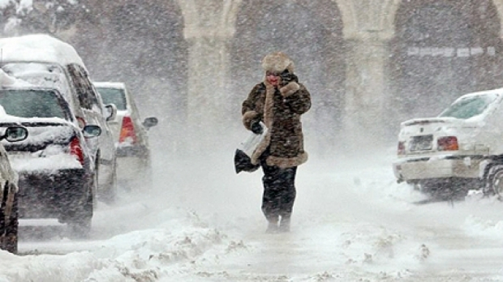 Iarna îşi intră în drepturi! COD PORTOCALIU şi GALBEN de viscol. Judeţele afectate