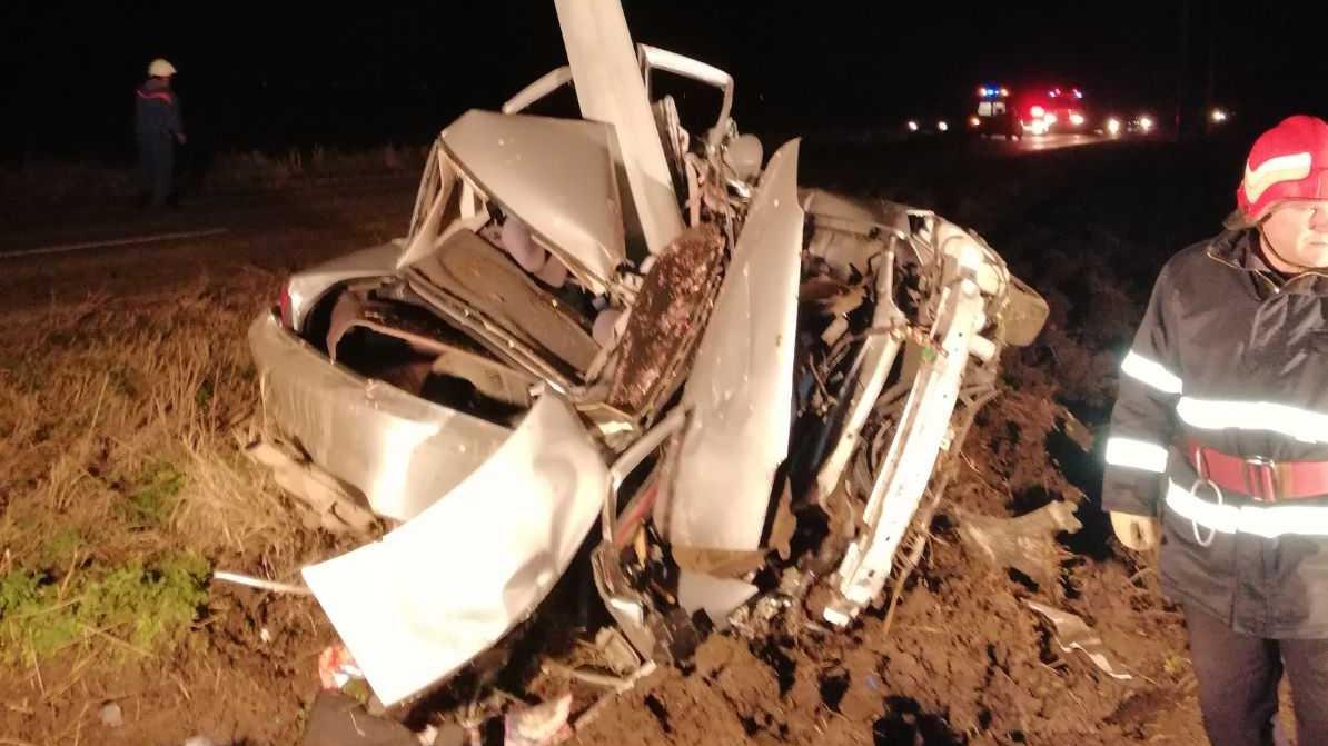 Accident groaznic în Ialomiţa: A murit după ce a intrat cu mașina într-un stâlp de electricitate