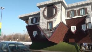 Cea mai mare casă cu susul în jos din lume. Imagini ireale!