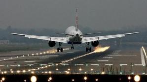 Doi bărbaţi au murit după ce au căzut din trenul de aterizare al unui avion