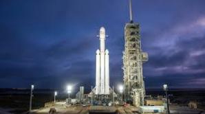 SpaceX se pregăteşte să lanseze astăzi cea mai puternică rachetă din lume