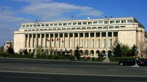 Guvernul a lăsat cu ochii în soare 30.000 de funcționari publici