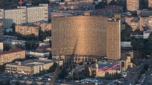 Incendiu violent la unul dintre cele mai mari hoteluri din Rusia. Sute de oameni, evacuaţi