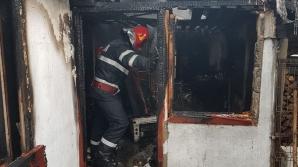 O mamă şi copilul ei de doi ani, găsiţi morţi într-o casă incendiată