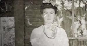 """Mireasă moartă în ziua nunţii. Istoria """"mumiei"""" care stă de 85 de ani în vitrina unui magazin"""