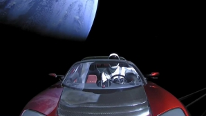 SpaceX a lansat în spațiu o mașină Tesla