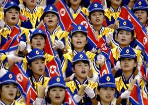 """La ce sunt supuse fetele din """"armata frumuseţilor"""" lui Kim Jong-un"""
