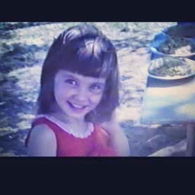 """Cum arăta în copilărie Geanina din """"Las Fierbinţi"""". Îţi vine să crezi?"""