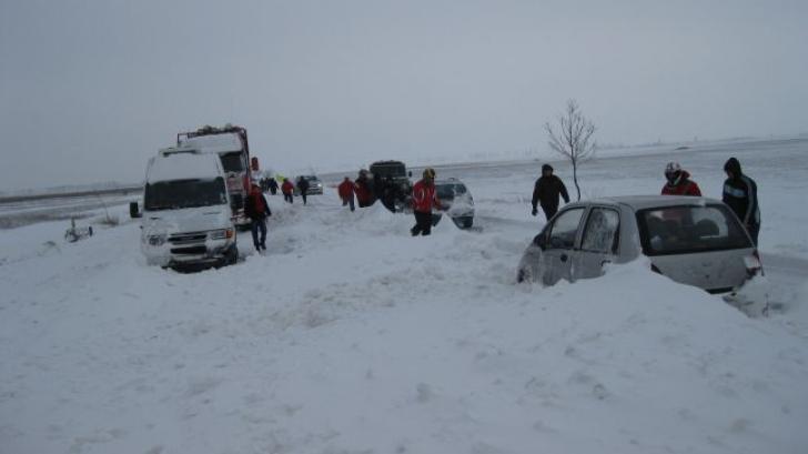 Drumuri blocate. Mai multe drumuri au fost închise din cauza viscolului