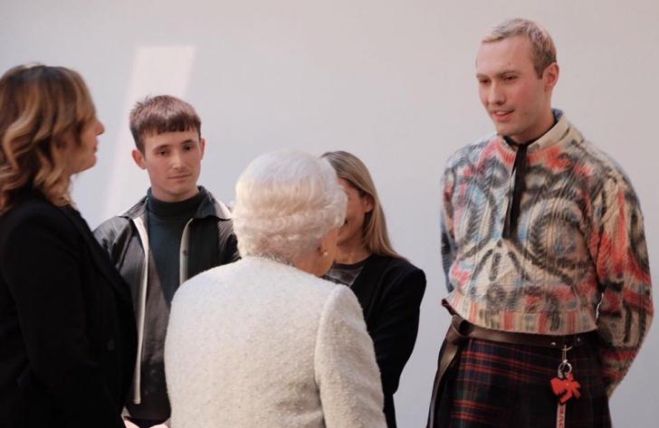 Regina Marii Britanii, la London Fashion Week. Foto: Facebook