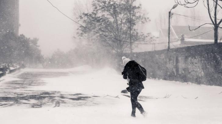 """Elev din Gorj: """"La noi este zăpadă până la gât, iar alţii stau acasă"""". Ce i-au răspuns cei de la ISU"""