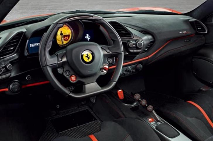 Noul Ferrari 488 rupe gura târgului. Imagini scăpate pe internet înainte de Salonul de la Geneva