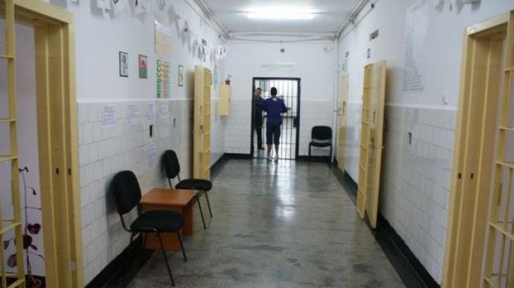 Angajaţi ai spitalului Penitenciarului Rahova, acuzaţi că au bătut mai mulţi deţinuţi