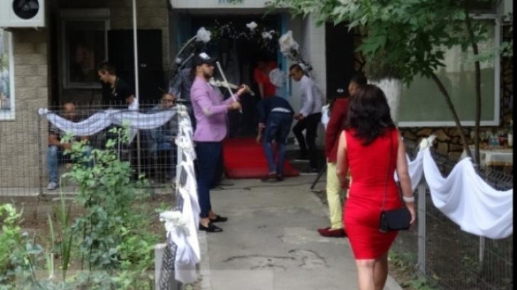 Nunta în faţa blocului