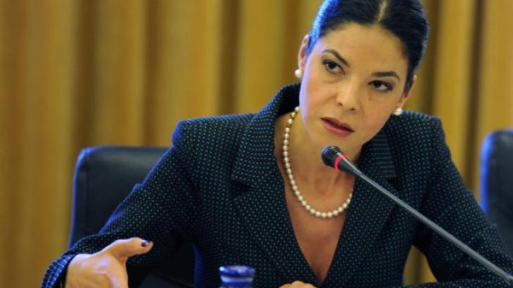 Ana Birchall, vicepremierul din a cărei audiere nu s-a înţeles nimic, prima acţiune în afara ţării
