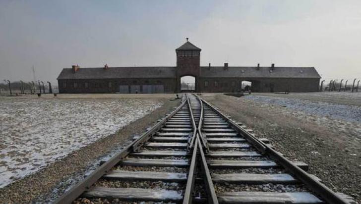 75 de ani de la eliberarea lagărului de exterminare Auschwitz-Birkenau - Ororile de la Poarta Morții