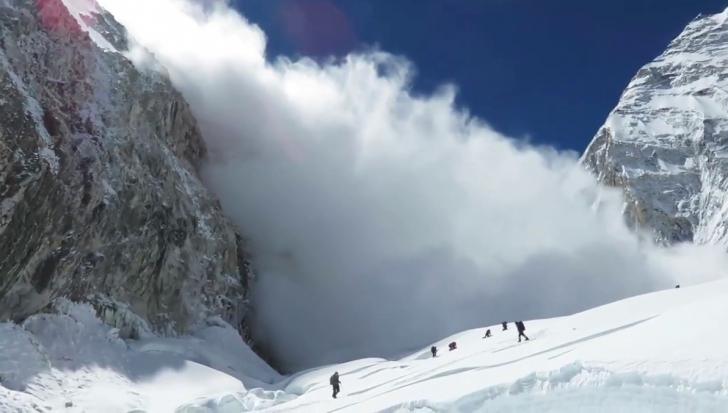 Jandarmii montani din Sinaia au intervenit, duminică seara, pentru salvarea a trei schiori