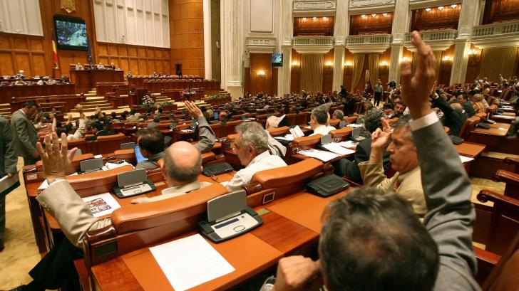 In plina criza institutionala, Parlamentul ramane in vacanta