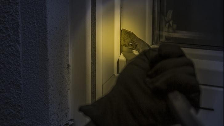 Locuri din casă în care hoții caută prima dată. Nu mai pune aici obiecte de valoare