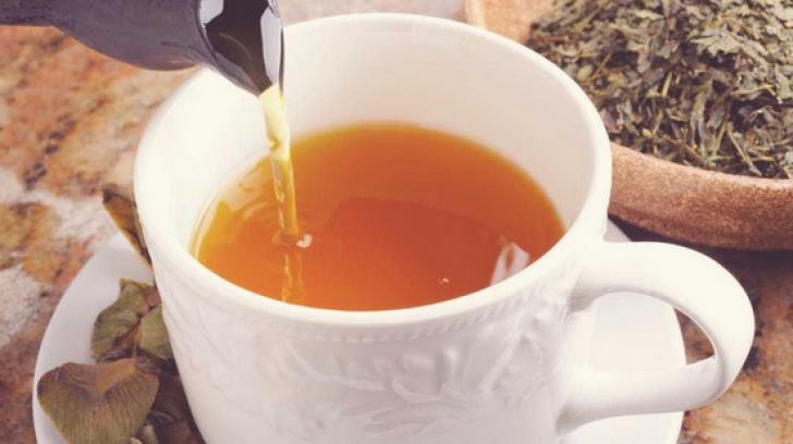 Ceaiul care curăţă ficatul după mesele cu mâncare grasă. În plus, scade colesterolul