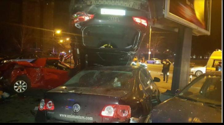 O șoferiță cu un Q7 a spulberat 11 mașini după care s-a răsturnat(VIDEO + Imagini șocante)