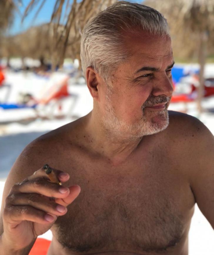 """Adrian Năstase, imagini din vacanţa în Cuba: """"Doar cei peste 18 ani să se uite la ele"""""""