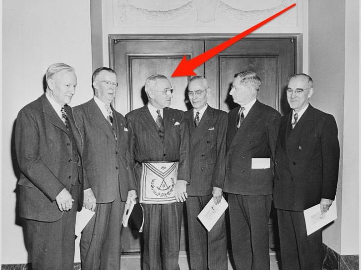Presedinte al SUA, frate în societatea secreta