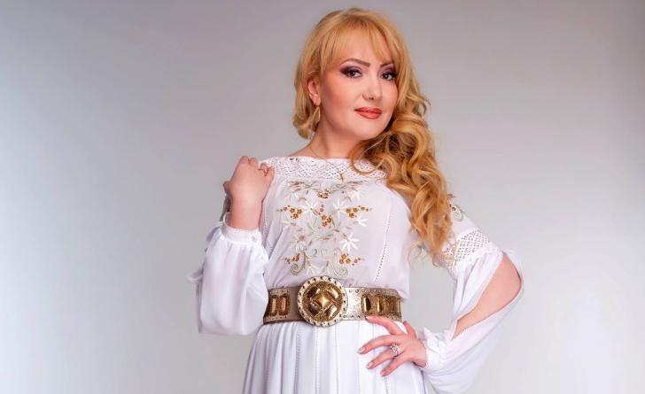 Adriana Ochişanu, cântăreaţă de muzică populară din Republica Moldova