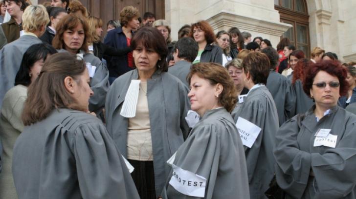 Lia Olguţa Vasilescu, ministrul Muncii, se întâlneşte astăzi cu grefierii aflaţi în grevă
