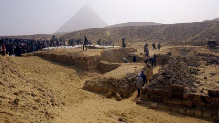 Un mormânt misterios a fost descoperit lângă piramidele din Giza