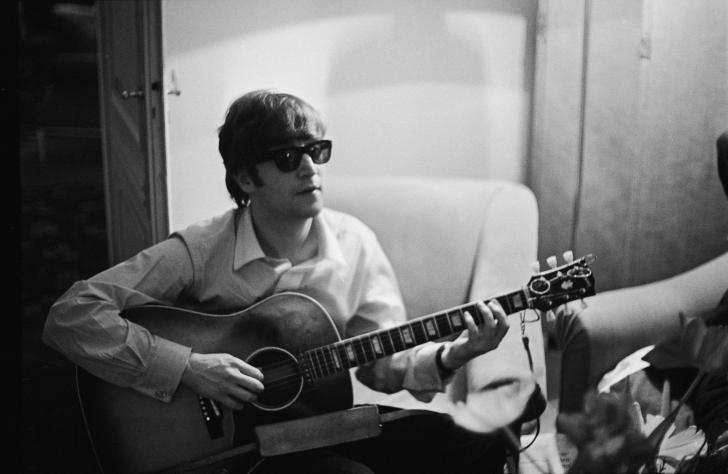 A fabricat chitare pentru Elvis Presley și John Lennon, acum este aproape de faliment