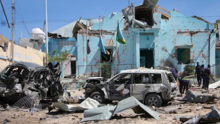 Dublu atentat în Somalia: 18 morţi, după ce maşini-capcană au explodat