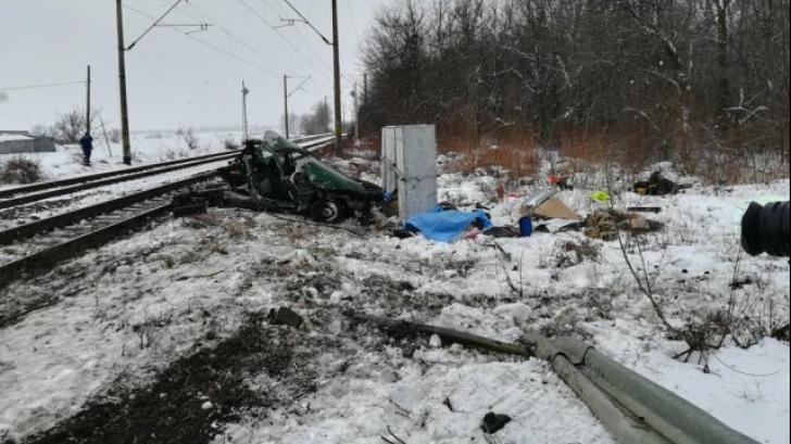 Maşină spulberată de tren, în Iaşi. Destin tragic pentru doi soţi