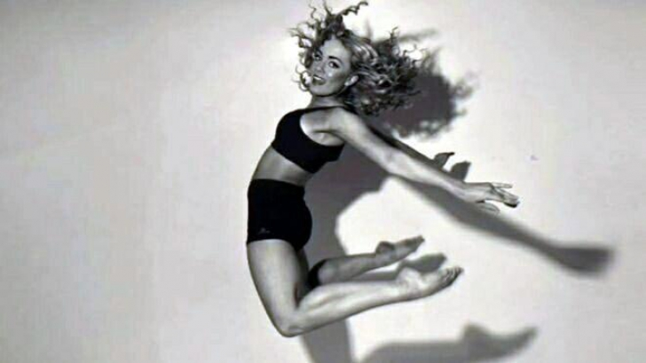 Tragedie: o cunoscută dansatoare, găsită moartă în apartamentul său. Avea 19 ani