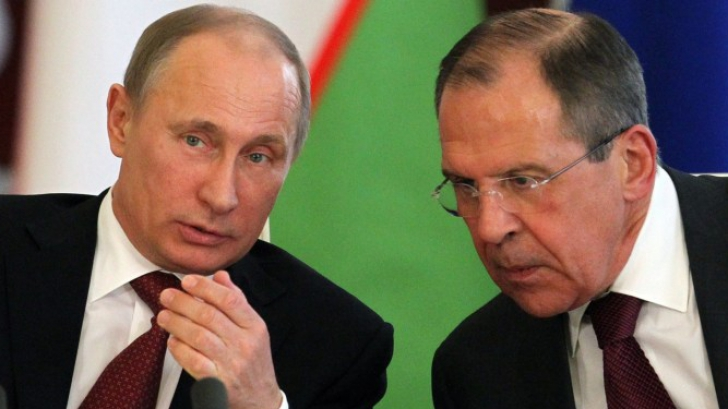Serghei Lavrov (dreapta), alături de președintele Vladimir Putin