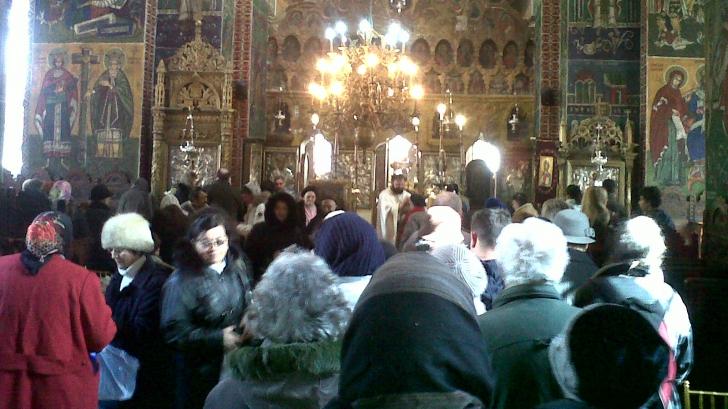 Predică neconvențională a unui preot din România. Ce le-a citit enoriașilor