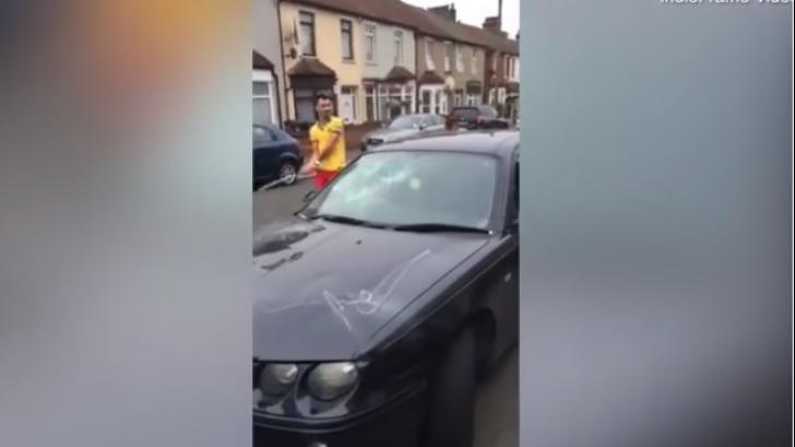 Românii care au şocat Marea Britanie: au distrus maşina vecinului cu o bormaşină şi o crosă de golf