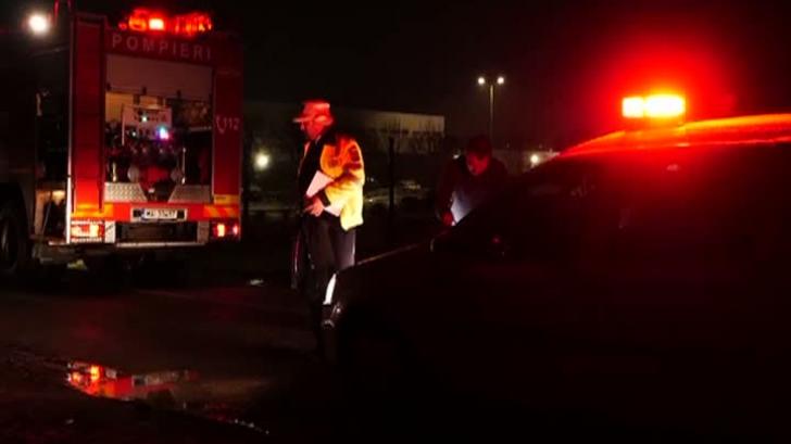 Accident grav: Un taxi în care se aflau șoferul și o fată s-a răsturnat din cauza zăpezii