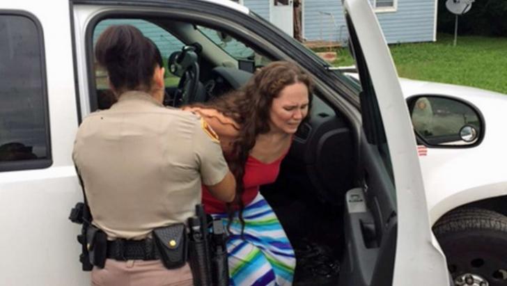 A luat telefonul fostei soţii. A văzut ce APLICAŢIE a instalat şi a alertat imediat POLIŢIA! Inuman!