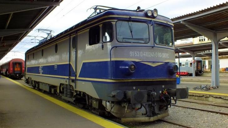 CFR anulează zeci de trenuri. Şeful companiei anunţă înlocuirea lor cu taxiuri şi microbuze