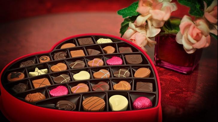 Partea nevăzută a Valentine's Day. Câți bani cheltuim ca să ne arătăm iubirea
