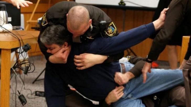 Momentul dramatic în care tatăl unor fete abuzate sexual a sărit, la tribunal, spre violator